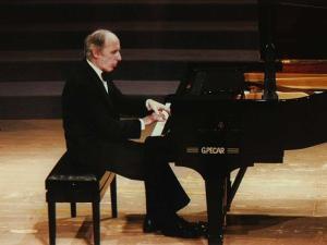 Bruno Canino in concerto
